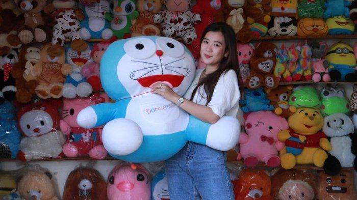 Toko Wisuda Birthday Sediakan Boneka Doraemon Mulai dari Rp 50 Ribu