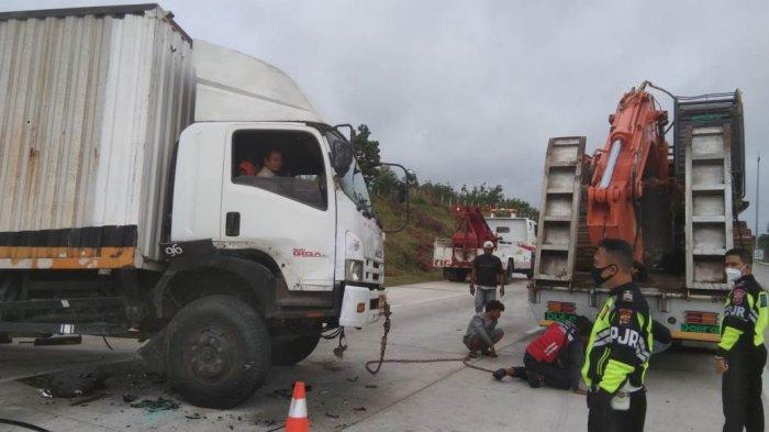 Lakalantas di Tol Terpeka Lampung, Toyota Limo Seruduk Truk Fuso