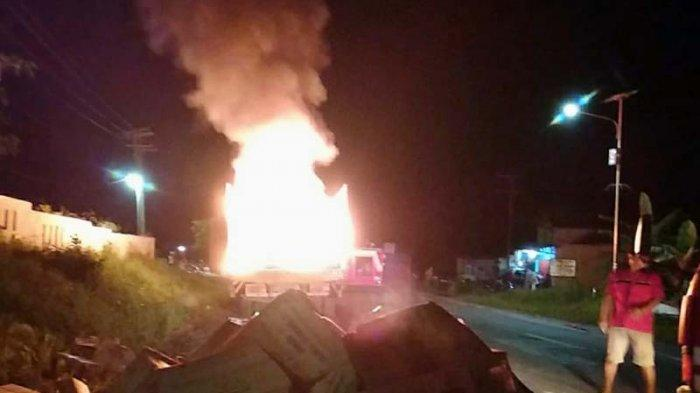 Truk Bermuatan Karbit Terbakar di Sisi Jalinsum, Sempat Terdengar Suara Letupan