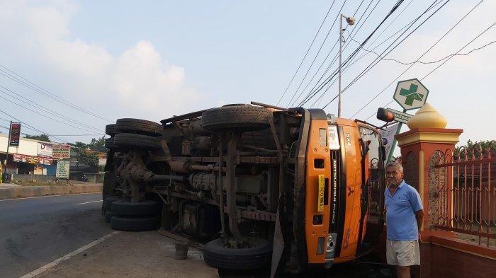 Dump Truk Terguling di Jalinsum Natar, Arus Lalu Lintas Terpantau Lancar