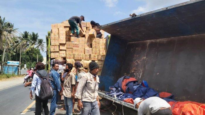 Truk Tronton Terguling di Jalinsum Natar Bawa Muatan 19 Ton Barang Kelontongan