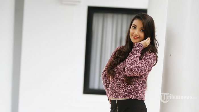 Ilustrasi. Model dan aktris Tsania Marwa.