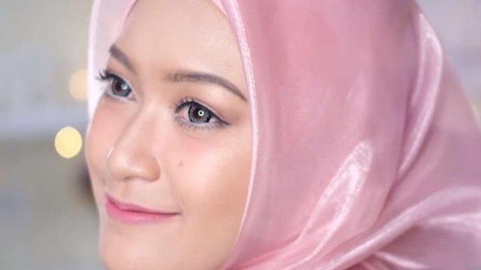 5 Model Hijab Bahan Organza Yang Bisa Dipakai Untuk Model Hijab Lebaran 2019 Halaman All Tribun Lampung