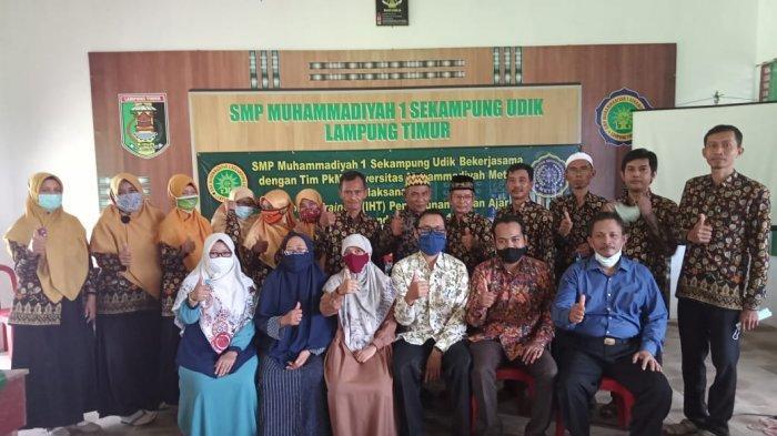 Dosen UM Metro Beri Pelatihan Penyusunan Bahan Ajar di SMP Muhammadiyah 1 Sekampung Udik