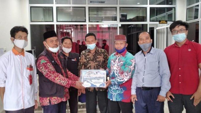 Peduli Sulawesi dan Kalimantan, LazisMu UM Metro Serahkan Donasi ke LazisMu PDM Kota Metro
