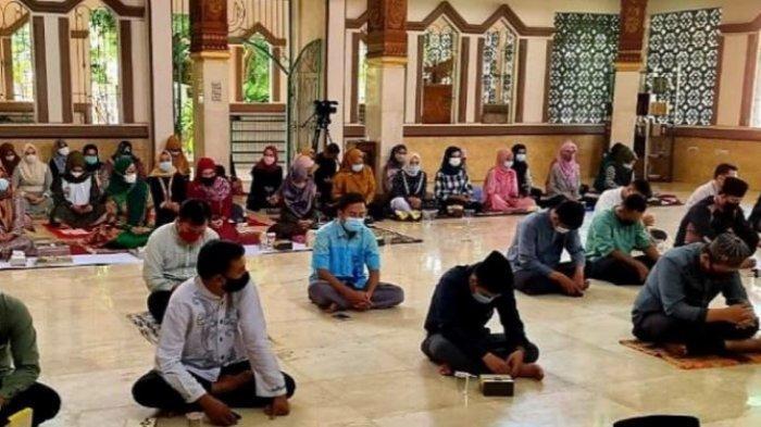 Mahasiswa dan Dosen PTS Terbaik di Lampung, UTI Makmurkan Masjid Asmaul Yusuf