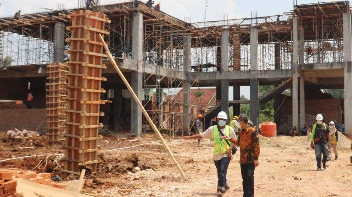Pastikan Sesuai DED, Rektor Unila Tinjau Pembangunan Gedung