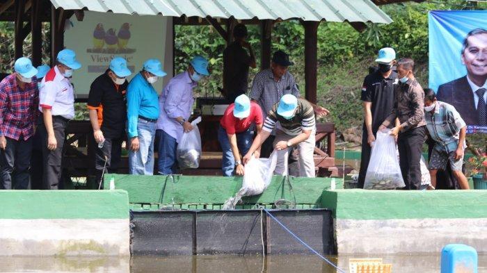 Dies Natalis ke-56 , Fakultas Pertanian Unila Adakan Kegiatan Tebar Benih Ikan dan Lomba Memancing