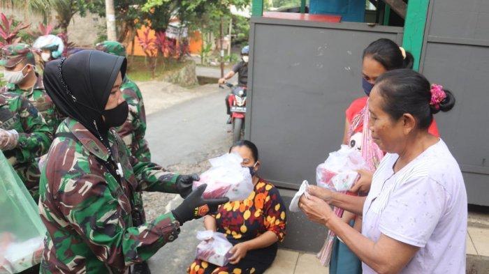 Bakti Sosial TNI, Kodim 0410/KBL Bagikan Masker dan Takjil Hingga ke Pemukiman Warga