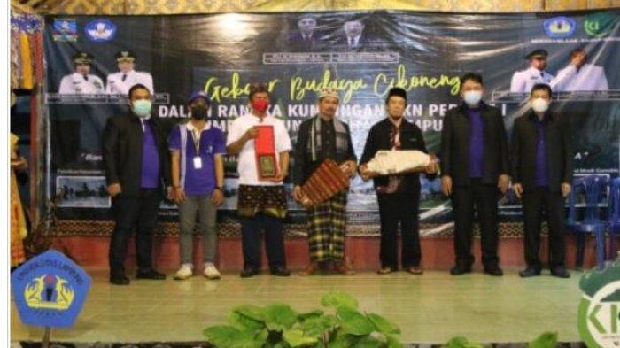 Warek Bidang Akademik Unila Hadiri Gebyar Budaya Cikoneng di Ponpes Mazro'Atul'Ulum Desa Cikoneng