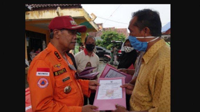 Bupati Lampung Tengah Loekman Djoyosoemarto Bagikan Sebanyak 95 Surat Izin Usaha Mikro Gratis