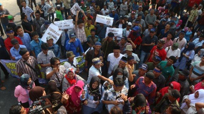 BERITA FOTO - Unjuk Rasa di Gakkumdu Tuntut Kemenangan Arinal-Nunik Dibatalkan