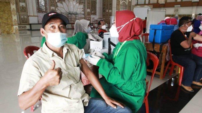 DPC PDI Perjuangan Pesawaran dengan Pemkab Menggelar Vaksinasi Massal Covid-19
