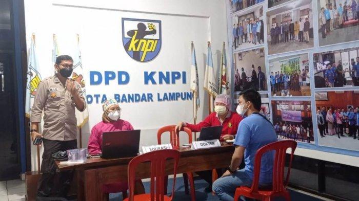 DPD KNPI Bandar Lampung dengan Polresta Gelar Vaksin Massal Covid-19