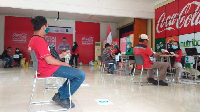 Coca-Cola Europacific Partners Indonesia Bersama Polda Lampung dan APINDO Gelar Vaksinasi