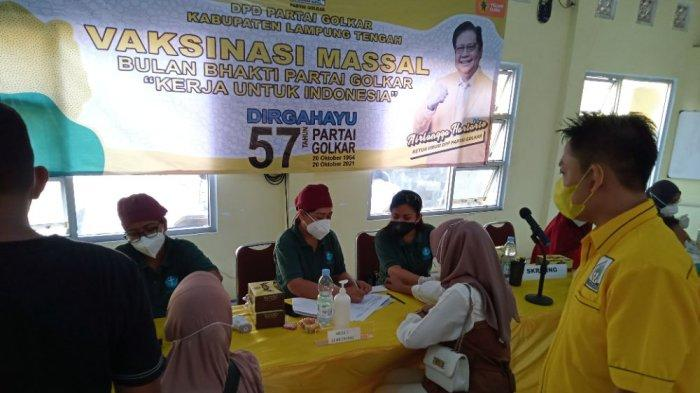 Vaksinasi Golkar Lampung Tengah Salurkan 500 Dosis Vaksin