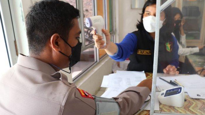Polres Tulangbawang Vaksinasi Massal Door to Door