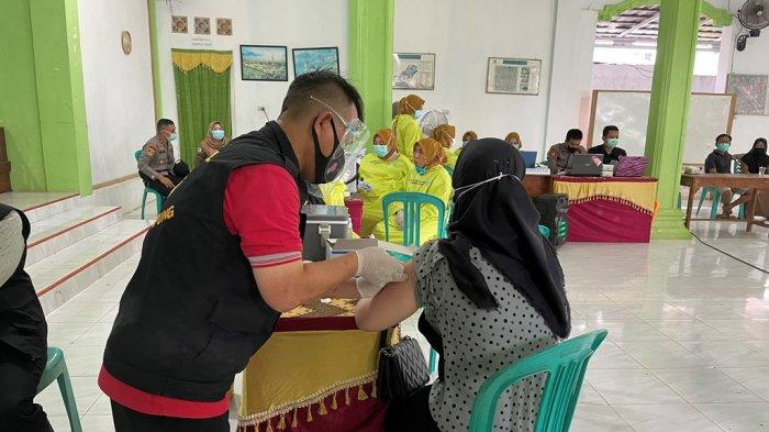 500 Warga Divaksin di Ponpes Darul Khair Lampung Utara