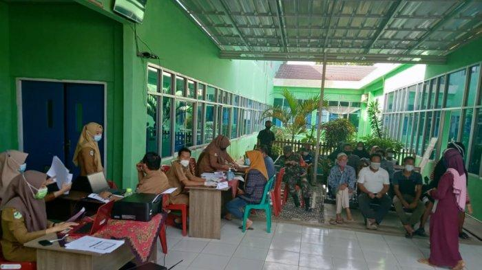 Anggota TNI Monitor Serbuan Vaksinasi Covid-19 untuk Warga Pesisir Barat