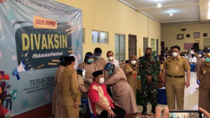 Vaksinasi Covid-19 Perdana di Lampung Utara, Wakil Ketua DPRD Joni Saputra: Kaya Digigit Semut