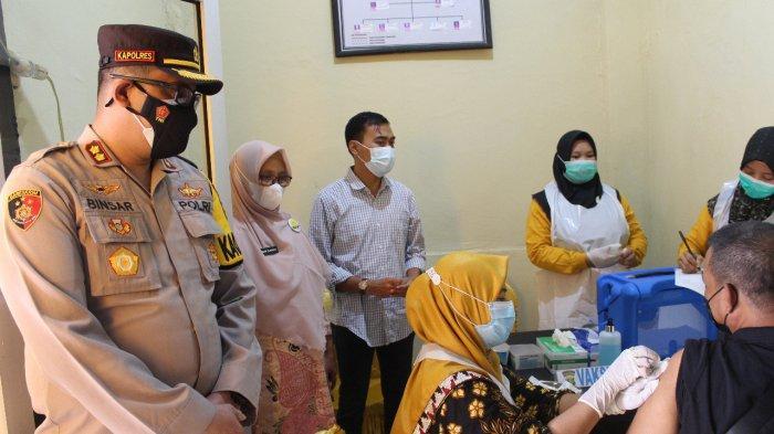 Polres Way Kanan Vaksinasi Massal di Klinik Urkes