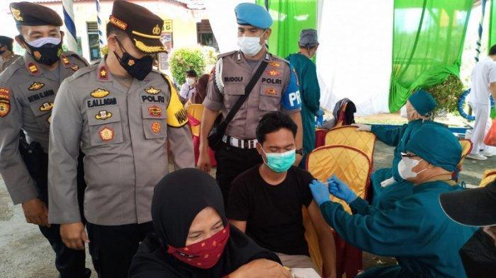 Wakapolres Way Kanan Lampung Tinjau Vaksinasi Dosis 2 di Polsek Pakuan Ratu