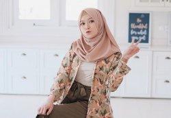 Tutorial Hijab Pashmina 4 Style Terbaru Menutup Dada Ala Saritiw Tren Tahun 2020 Halaman All Tribun Lampung