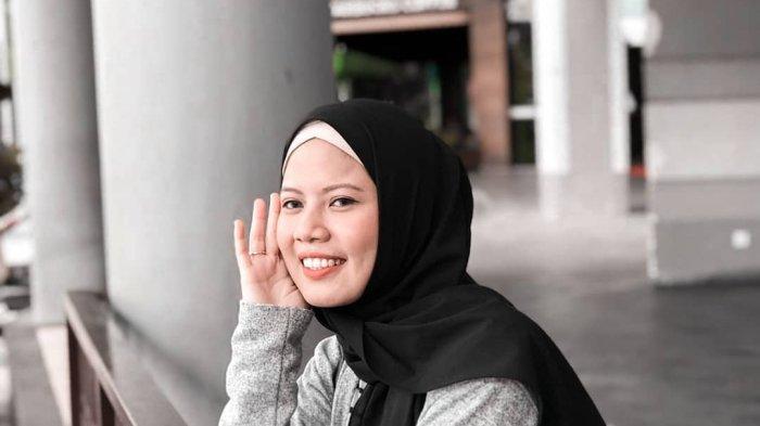 Tutorial Hijab Lebaran 2020 Cara Pakai Jilbab Pashmina Bahan Diamond Ala Debby Ayu Cintya Tribun Lampung