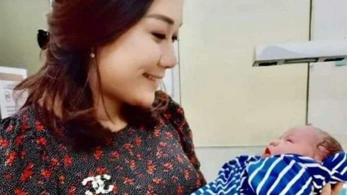 Istri Ahok Puput Nastiti Devi Lahirkan Anak Pertama, Intip Potret Menggemaskan Sang Bayi