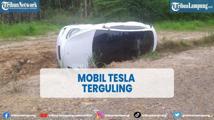 Viral Kecelakaan Mobil Tesla Terguling di Batam