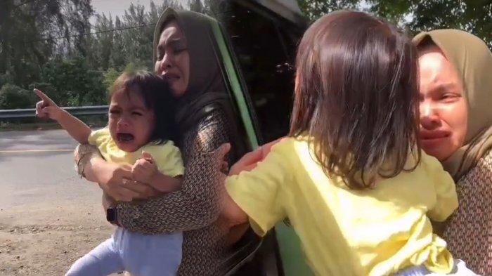 VIRAL Momen Haru Bocah Ditinggal Baby Sitter Pulang Kampung