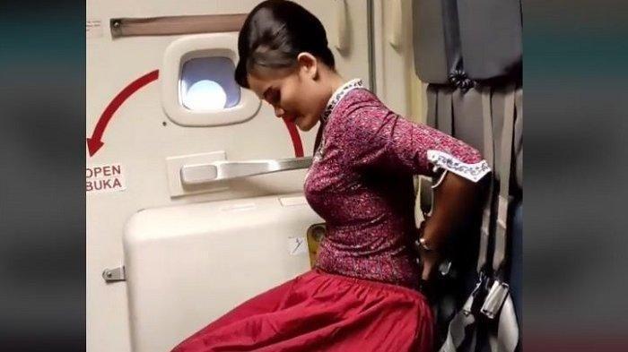 Viral Pramugari Jelaskan Cara Salat di Pesawat, Hanya Butuh Mukena dan Plastik