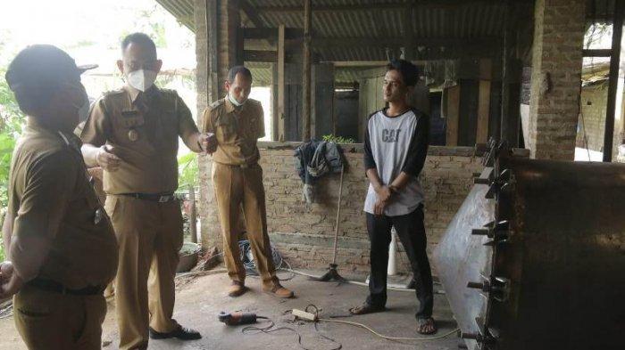 Wabup Fauzi Apresiasi Pemuda Pringsewu Olah Serai Wangi Menjadi Minyak