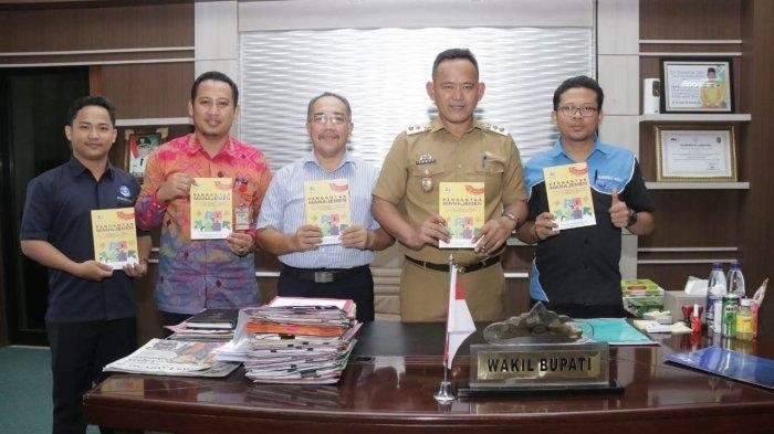 Sama-sama Praktisi Pendidikan, Wabup Fauzi Terbitkan Buku
