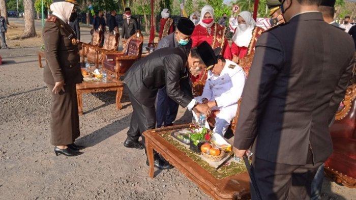 Wakil Bupati Lampung Timur Azwar Hadi Terjatuh saat Upacara Peringatan HUT RI