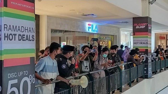 Wali Kota Makassar Bubarkan Pengunjung Mal Membeludak