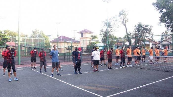 Walikota Metro Wahdi Buka Pertandingan Tenis Antar Club