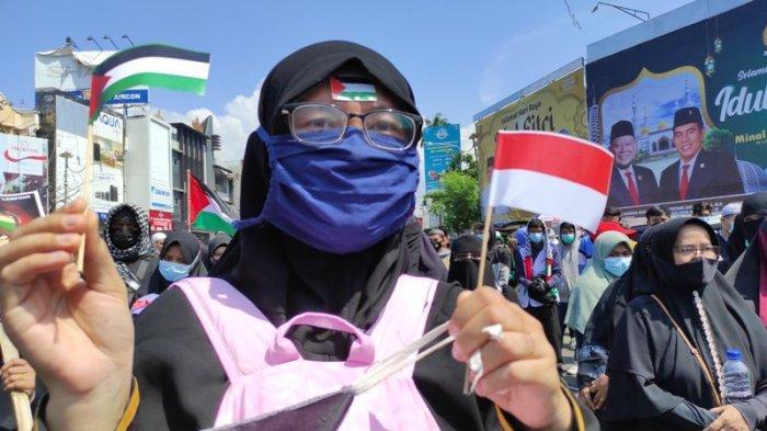 Kaum Hawa Turun ke Jalan Ikut Aksi Bela Palestina di Tugu Adipura Bandar Lampung