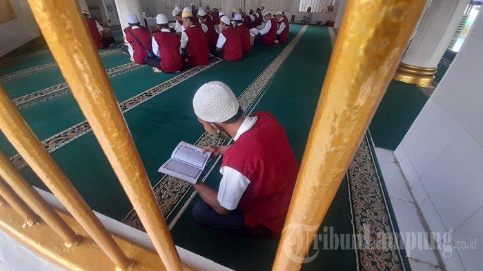 Warga Binaan di Rutan Kelas I Bandar Lampung Baca Alquran hingga Dini Hari