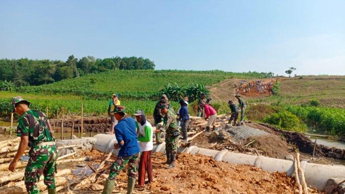 Warga Semringah TMMD Hadir di Kecamatan Gedung Meneng Tulangbawang Lampung