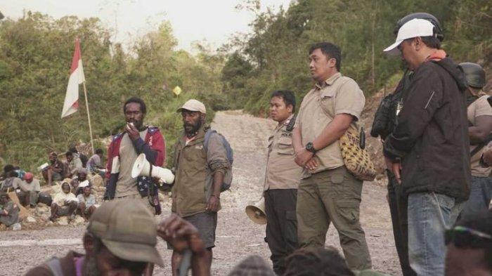 Ratusan warga Tembagapura diungsikan ke Timika, Papua karena diteror kelompok kriminal bersenjata (KKB), Sabtu (7/2/2020).