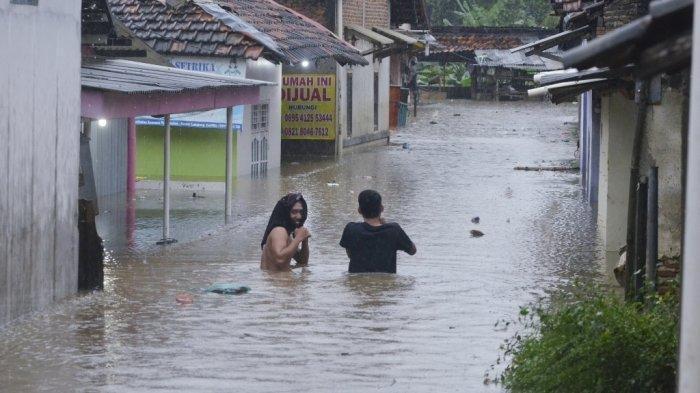 Warga yang Tinggal di Daerah Rawan Banjir di Lampung Selatan Waspada Bencana