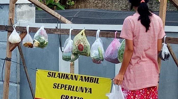 Cerita Ibu-ibu Gapura Lampung Utara Dirikan Warung Sedekah, Ada Sayuran hingga Baju Gratis