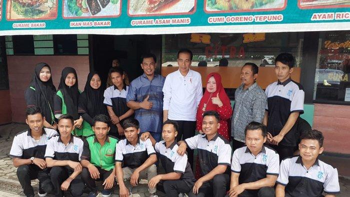 Warung Sutarji Didatangi Presiden Jokowi, Masak Sayur Toge Diawasi Tim Dokter Kepresidenan