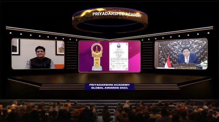 Airlangga : Award for Outstanding Contribution to National Economic Recovery untuk Rakyat Indonesia