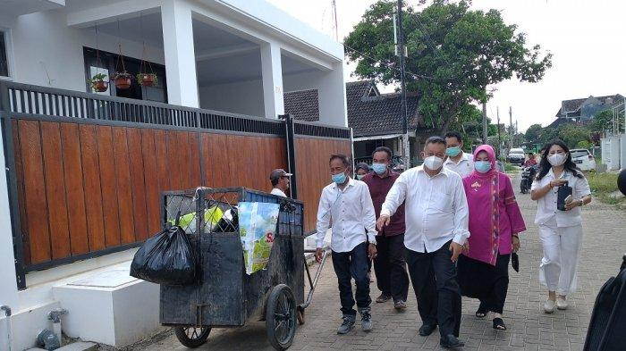 Berjalan Menuju TPS 11 Sepang Jaya Yusuf Kohar Sapa Warga