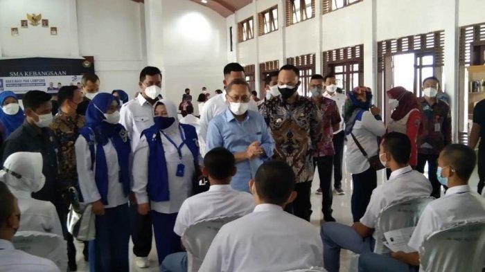 Vaksinasi Covid-19 di SMA Kebangsaan, Zulhas: Capaian Vaksin di Lampung Selatan Masih Rendah