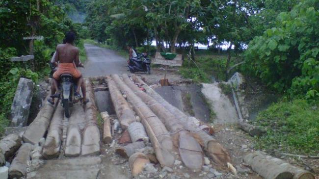 jembatan-di-pekon-sukabanjar_20160325_185458.jpg