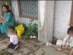 3-balita-tanpa-sandal-jalan-kaki-10-km-ikut-ibu-ambil-sembako-gratis-di-rumah-bu-haji.jpg