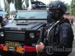3-mantan-petinggi-fpi-ditangkap-densus-88-antiteror-di-makassar.jpg